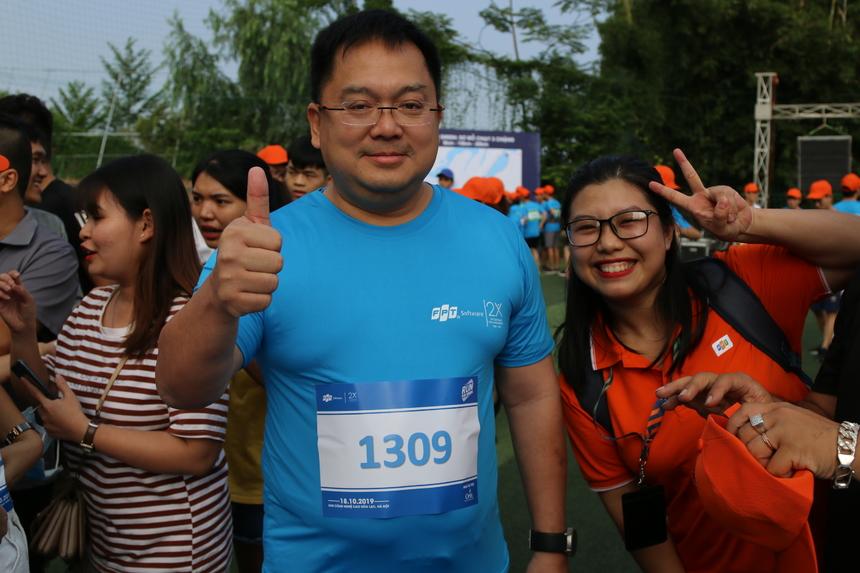 Chủ tịch FPT Software Hoàng Nam Tiến đăng ký cự ly 5 km. Tuy nhiên, kế hoạch này không thể thực hiện trọn vẹn do anh bị đau dây chằng gối. nên chỉ có thể chạy quãng ngắn hơn dự kiến.