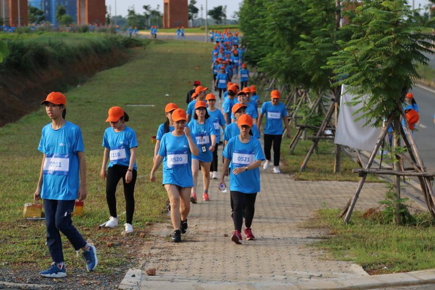 Trong khi đó phần lớn nhóm VĐV 5km chọn phương án đi bộ.