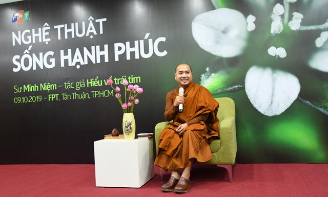 Thiền sư Minh Niệm chia sẻ với người F phía Nam. Ảnh: Chungta