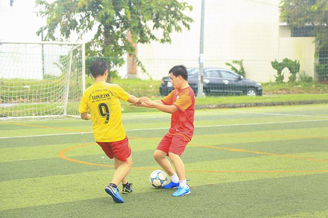 Các đội bóng đến từ những chi nhánh FPT Telecom miền Tây đã có dịp hội ngộ trên sân bóng 5 người theo thể thức loại trực tiếp.