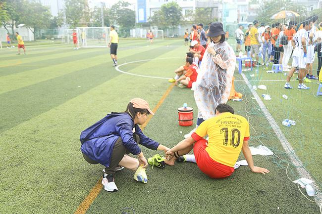 Mặc dù là giải đấu giao hữu nhưng các cầu thủ vẫn thi đấu rất quyết liệt khiến xảy ra không ít tình huống va chạm trên mức cần thiết.
