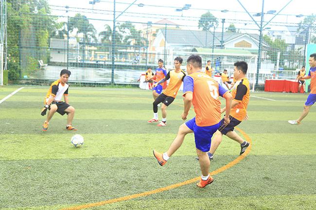 Đồng Tháp, Cà Mau, Vĩnh Long, Kiên Giang là những đội bóng đi tiếp vào vòng bán kết.