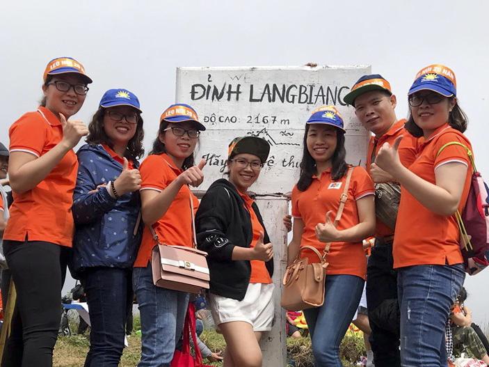 Khoảnh khắc cùng nhau chinh phục thành công Langbiang.