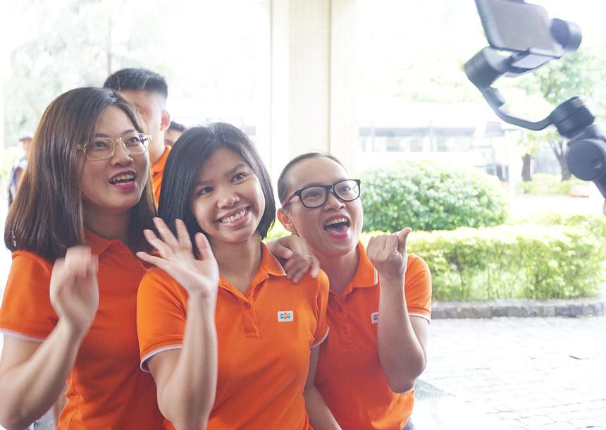 Bất chấp thời tiết tại Đà Nẵng liên tục mưa to, hơn 80 CBNV Synnex FPT miền Trung vẫn tập trung đông đủ vào sáng nay (2/11) để tham gia chương trình teambuilding.