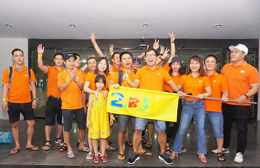 Đội Vàng cũng để lại ấn tượng với phần trình bày của mình. Tất cả thành viên cùng hô vang khẩu hiệu để quyết tâm giành chiến thắng trong chương trìnhteambuilding.