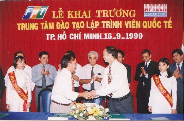 Ngày 16/9/1999 tại TP HCM và 17/9/1999 tại Hà Nội, hai trung tâm chính thức khai trương và khai giảng khóa học đầu tiên.