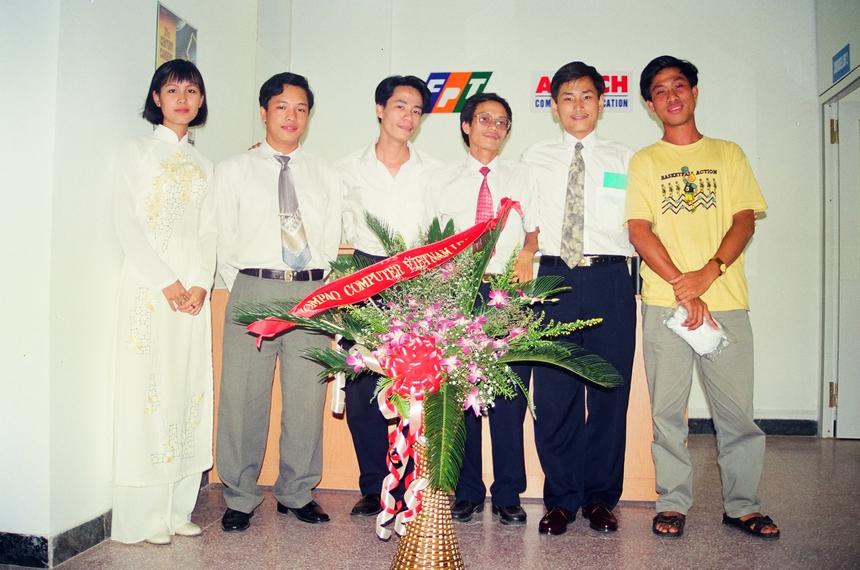 """Sau này, khái niệm """"Lập trình viên Quốc tế"""" do anh Lê Trường Tùng nghĩ ra được nhiều nơi dùng, như một ngành học thời thượng. Việc các trung tâm đào tạo lập trình viên quốc tế ra đời gắn liền với phong trào xây dựng ngành công nghiệp phần mềm sôi nổi của Việt Nam đầu những năm 2000."""