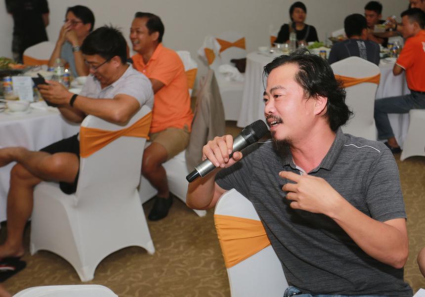 Đại diện Ban giám khảo, anh Đặng Hùng Tuấn, FPT DPS, đánh giá cao những nỗ lực của 4 đội khi mang đến đêm diễn nhiều cung bậc cảm xúc khác nhau. Anh đánh giá cao đội 2 và 1 khi có sự đầu tư về trang phục và nội dung, đặc biệt tính sáng tạo trong từng vai diễn.