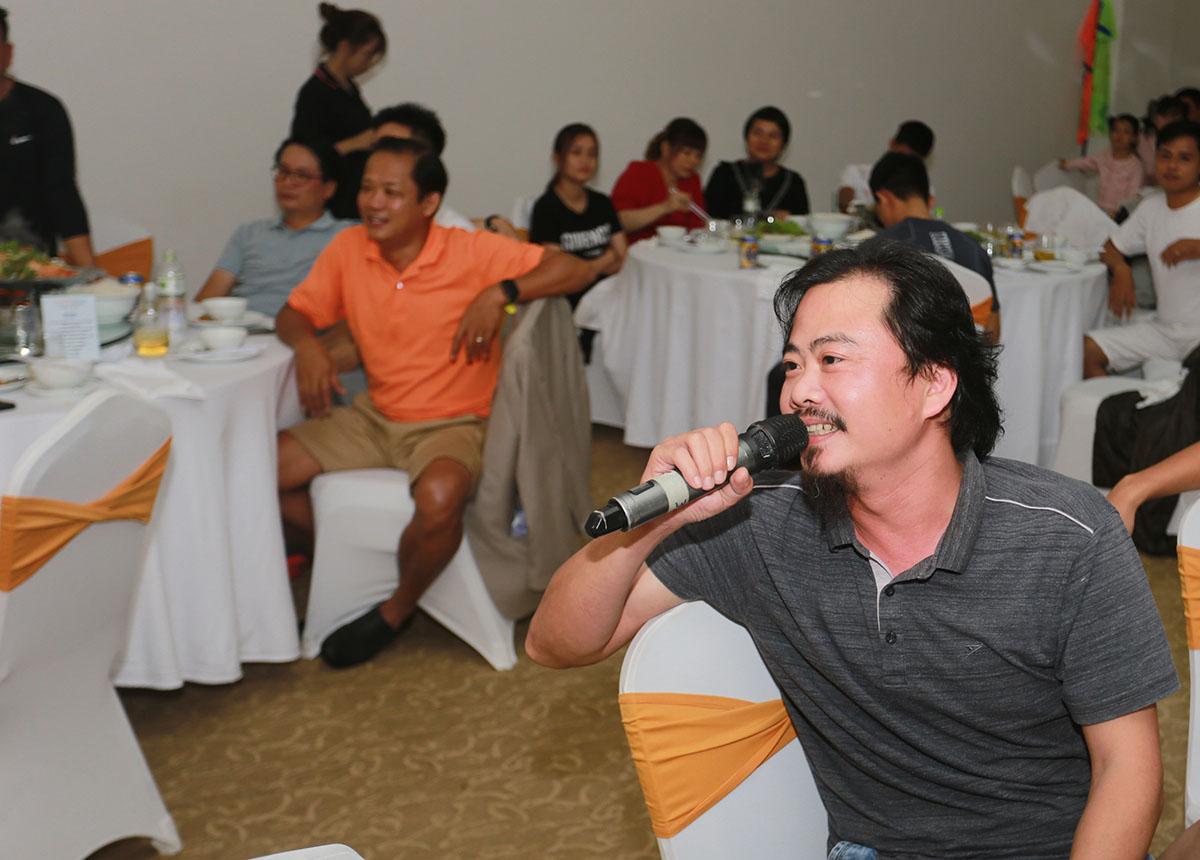 Anh Đặng Hùng Tuấn, FPT DPS, thành viên Ban giám khảo cuộc thi STCo, đánh giá các tiết mục đều thể hiện được tinh thần người nhà F như trẻ trung, vui vẻ, độc đáo và sáng tạo. Điều quan trọng là cả 4 tiết mục đã đem lại nhiều tiếng cười cho khán giả.