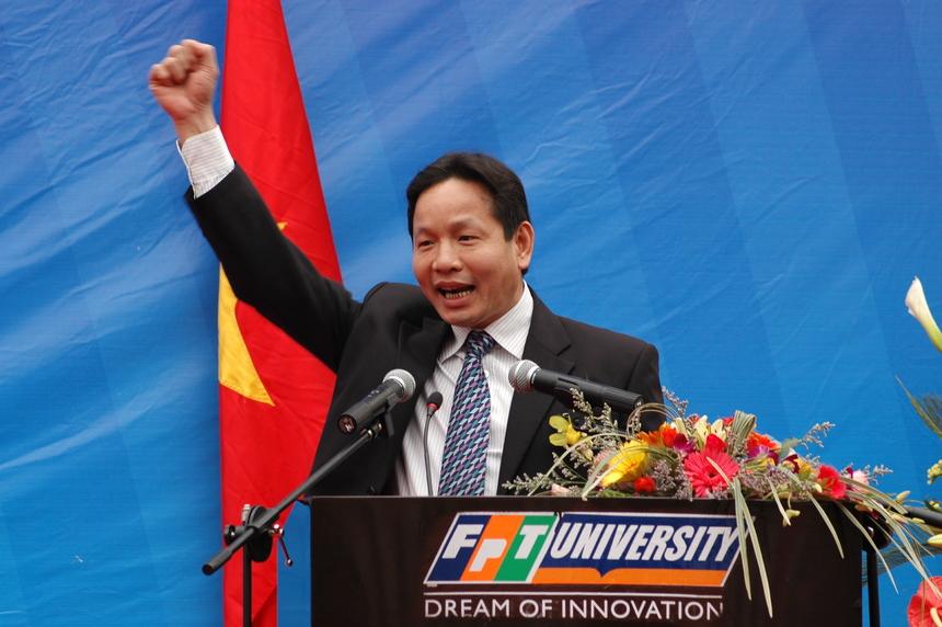 Ngày 8/9/2006, ĐH FPT nhận được giấy phép thành lập - đánh dấu Khối Giáo dục FPT chính thức bước chân tham gia đào tạo đại học. ĐH FPT ra đời đã mở đầu cho trào lưu thành lập các trường đại học tư thục Việt Nam sau khi Luật Giáo dục 2005 có hiệu lực từ 1/1/2006. Việc có ý tưởng thành lập ĐH FPT từ 2003, viết hồ sơ 2004, thuyết minh 2005, thành lập 2006 - đi đồng hành với với việc nhà nước soạn thảo sửa đổi Luật Giáo dục 2004 (luật hóa khái niệm Đại học Tư thục), Quốc hội thông qua Luật Giáo dục tháng 6/2005 và có hiệu lực từ 2006.
