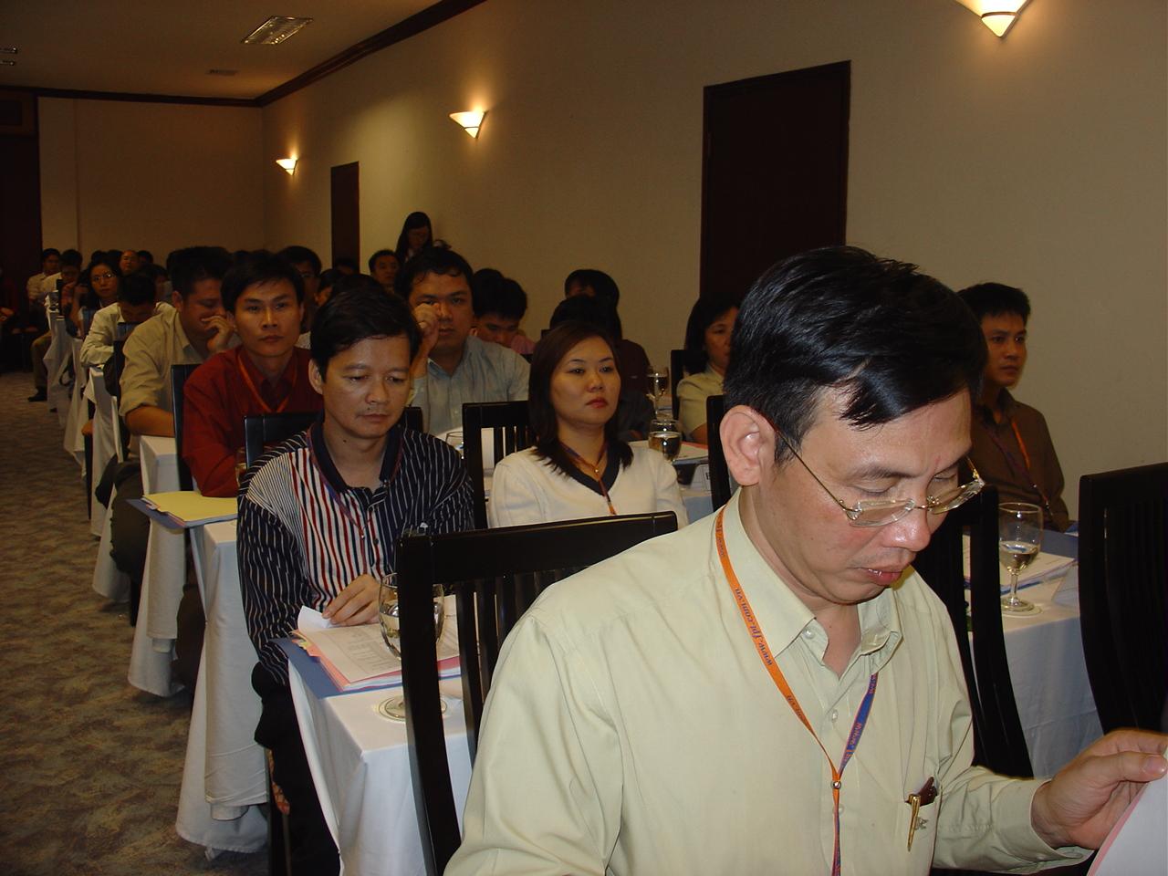 Tổng biên tập VnExpress Thang Đức Thắng nói với anh Tùng, trong các hướng đề xuất thì sáng kiến về đại học là sáng giá nhất.