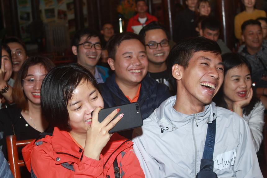 Đặc sản của Hội diễn STCo Night là những tiếng cười nghiêng ngả, chàng pháo tay không ngớt của khán giả cùng những phút chiêm nghiệm, trầm tư qua câu từ, diễn xuất. Từ đây, học viên 72h trải nghiệm có dịp được cười thả ga và thêm hiểu hơn về văn hóa STCo của công ty.