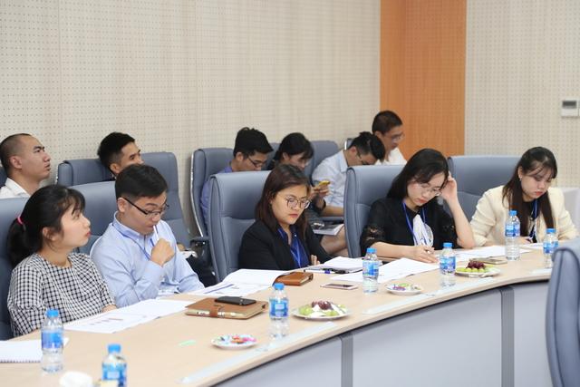 Khoảng 80 khách mời là đại diện các quỹ đầu tư, công ty chứng khoán và tổ chức tín dụng đã tham dự. Ảnh: Quốc Phú.