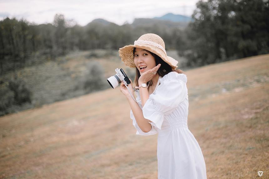 Cô nàng từng học chuyên ngành Sư phạm mầm non và có những trải nghiệm với nghề dạy trẻ. Nhưng đến tháng 5/2018, Quỳnh quyết định thử thách môi trường FPT Telecom Huế ở vị trí nhân viên kinh doanh.