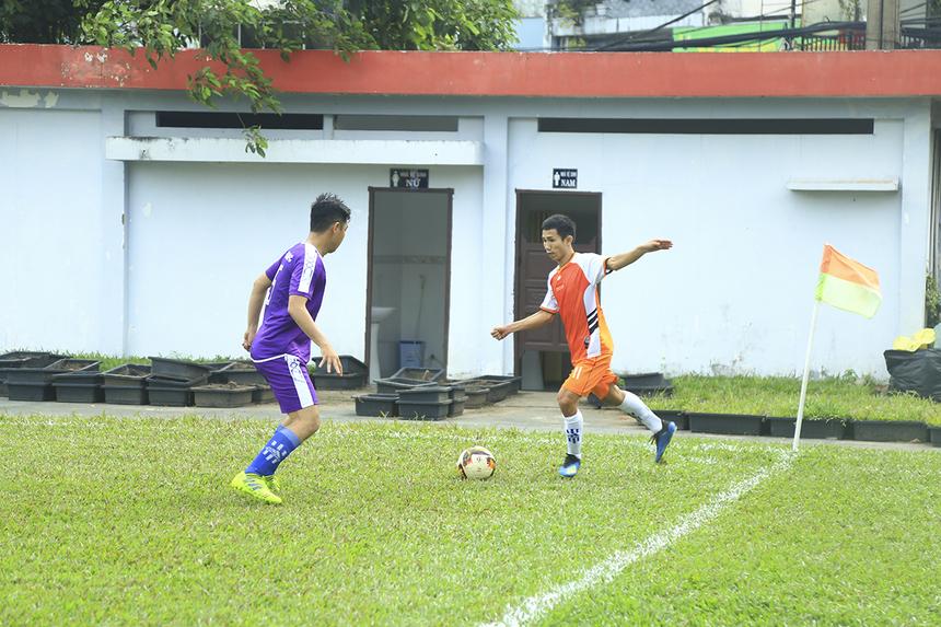 Mặc dù bị TP Bank tái lập thế dẫn bàn ở phút 29 từ pha dứt điểm của số 9 Phạm Bá Vinh nhưng trước khi bước vào giờ giải lao, các cầu thủ Chứng khoán đã có bàn gỡ 2-2 do công của số 11 Trần Hữu Phong.