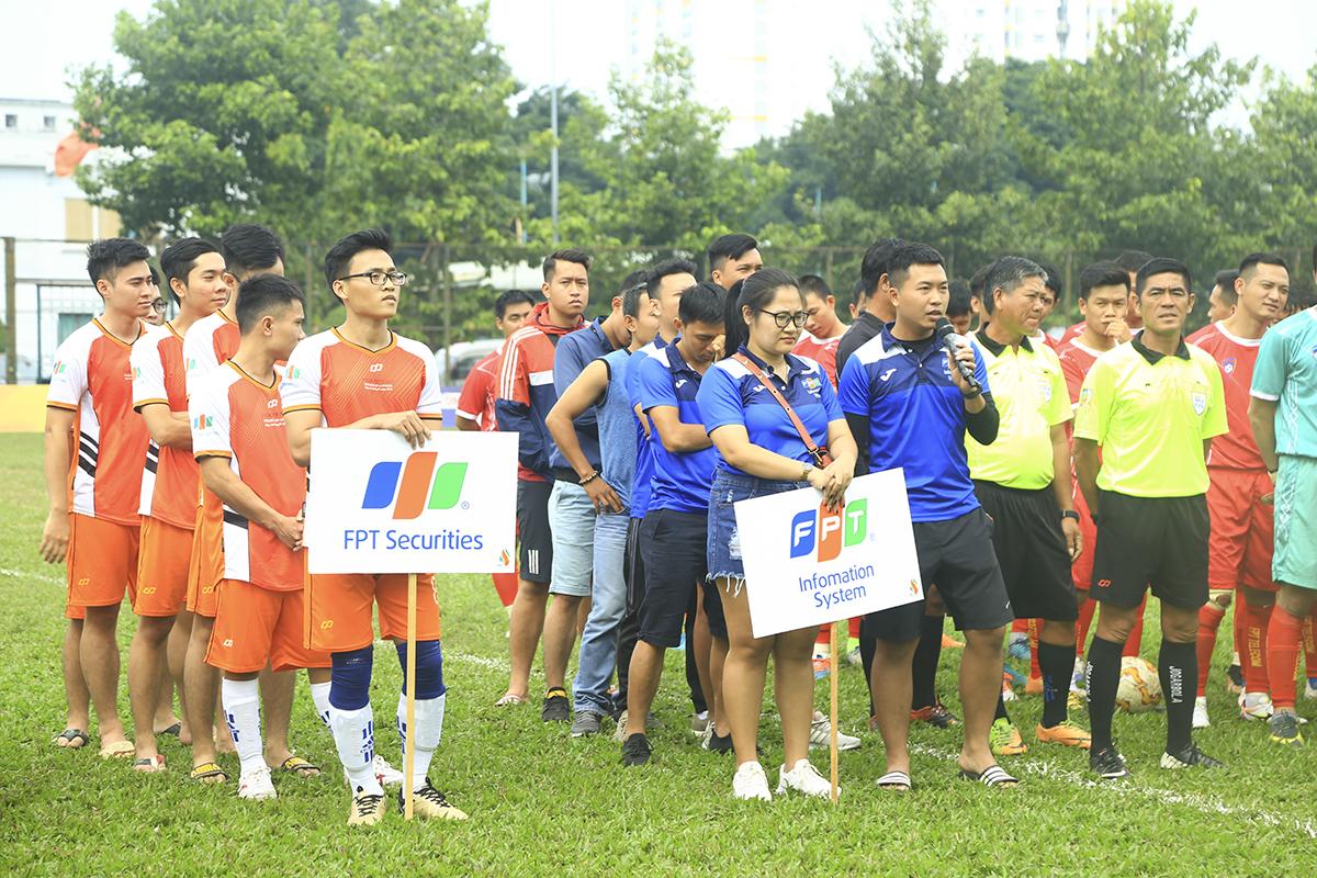 Đại diện từng đội bóng đọc lời tuyên thệ và slogan của đội mình để thể hiện quyết tâm khi tham dự giải đấu lần này.