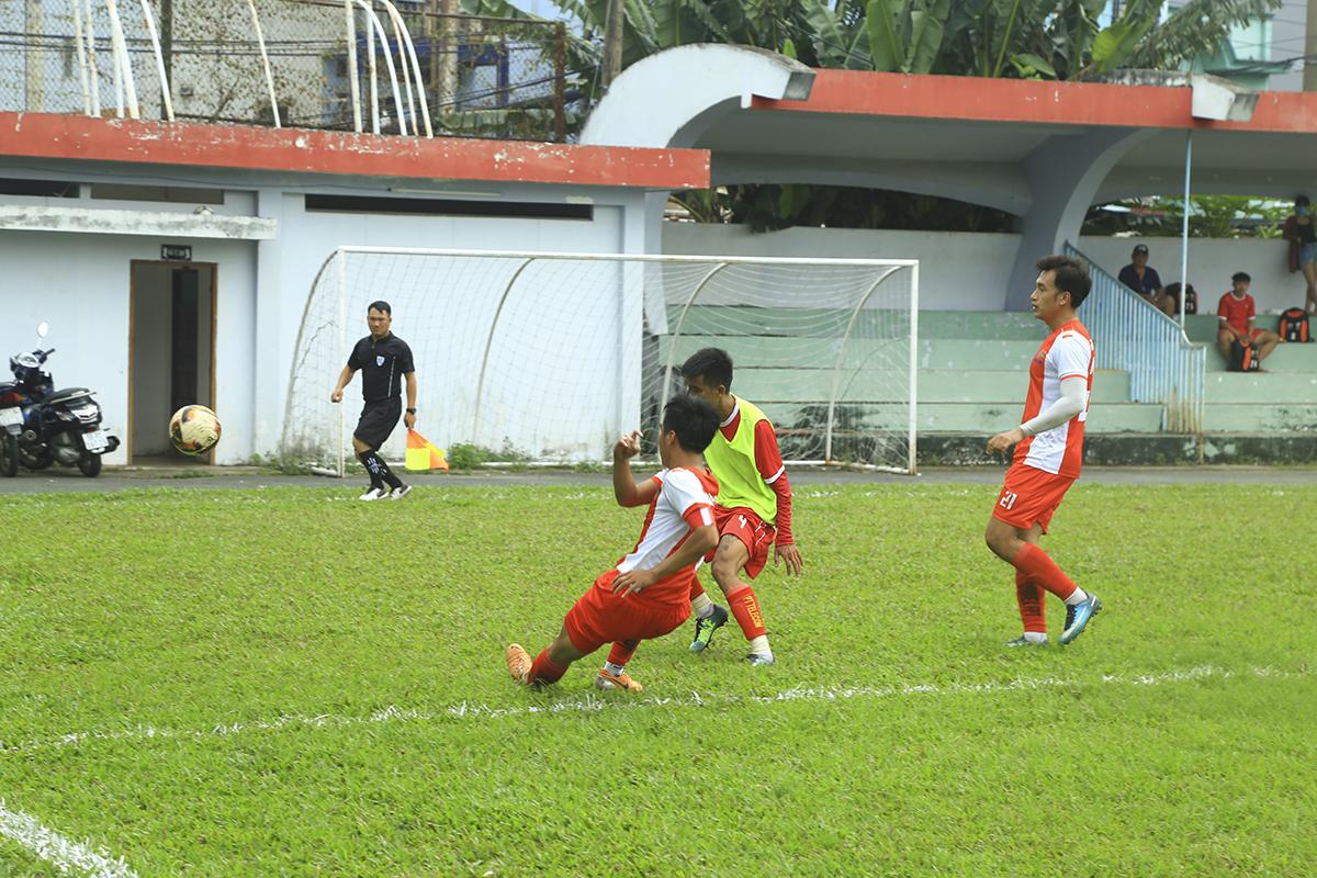 Trong một ngày thi đấu lăn xả, các hậu vệ Synnex FPT đã làm nản lòng các cầu thủ tấn công của đối phương với nhiều pha tắc bóng quyết liệt. Nhờ vậy họ đã hạn chế được số bàn thua trong trận đấu này.