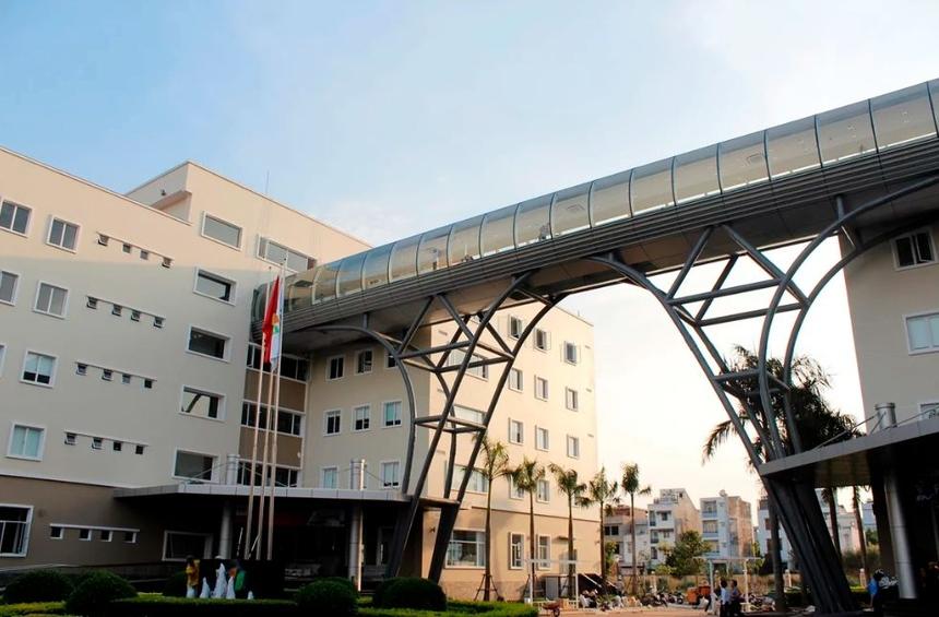 Sau khi hợp long, F-Town có khả năng cung cấp chỗ ngồi cho 7.000 CBNV. Công trình có đầy đủ tiện ích như khu vực làm việc, khu vực phòng họp đa chức năng, khu vực giải trí- thư giãn cho nhân viên…