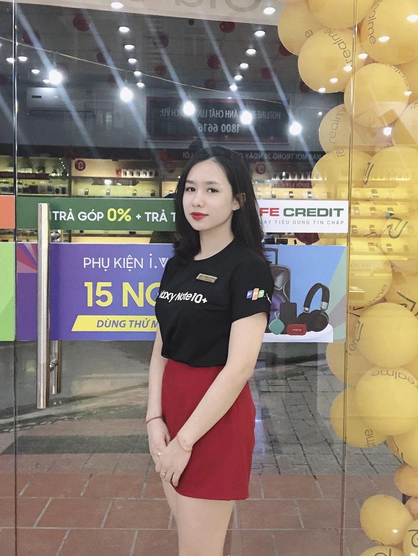 """Chia sẻ về quãng thời gian gắn bó với FPT Retail, Huyền Trang, cho hay: """"Thật may mắn vì thanh xuân này chúng ta đã gặp nhau""""! """"Không cần trở thành cô gái được tất cả mọi người yêu quý nhưng nhất định phải trở thành cô gái mà chính mình yêu thích"""", chị Trang nhấn mạnh."""
