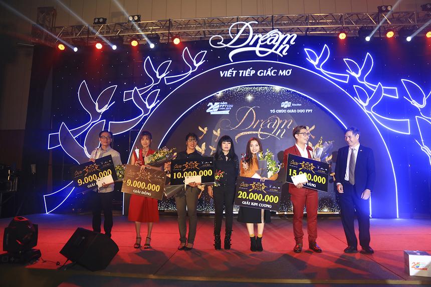 Trong phần thi văn nghệ, BGK đã thống nhất trao giải Kim Cương (cao nhất) cho phần thi của ĐH FPT HCM và giải Vàng cho tiết mục của FPT Greenwich (Việt Nam).