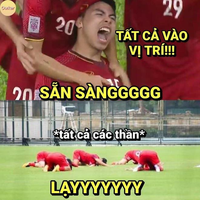 Hành động lạ của các học trò HLV Park Hang-seo trước trận đấu quan trọng với UAE. Họ hy vọng sẽ giành chiến thắng trước đội bóng Tây Á.