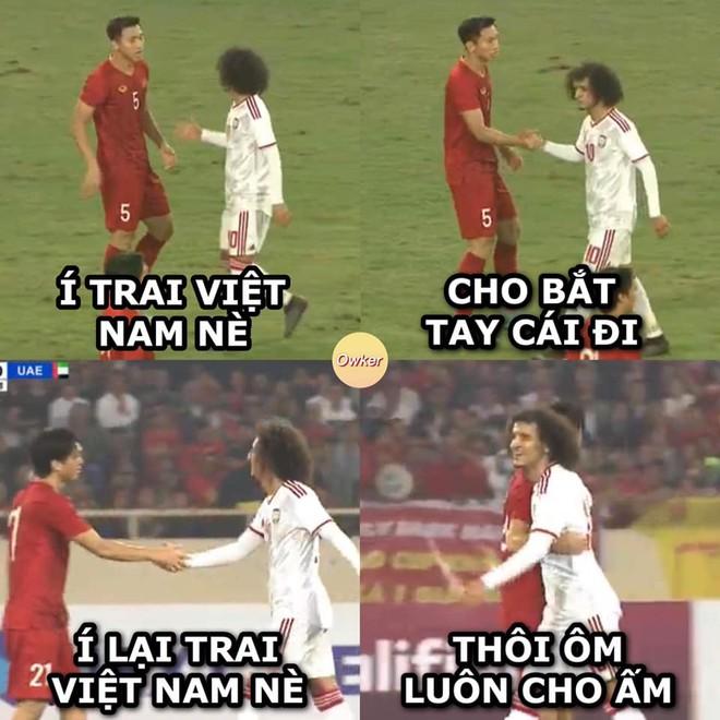 Mái tóc xù nổi bật khiến cầu thủ Omar Abdulrahman của UAE nhận được nhiều sự chú ý của dân mạng Việt Nam.