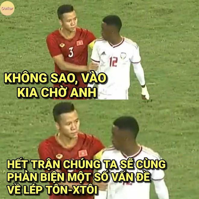 Hành động đẹp của đội trưởng tuyển Việt Nam được nhiều người dành lời khen và nhanh chóng trở thành đề tài chế trên các diễn đàn.