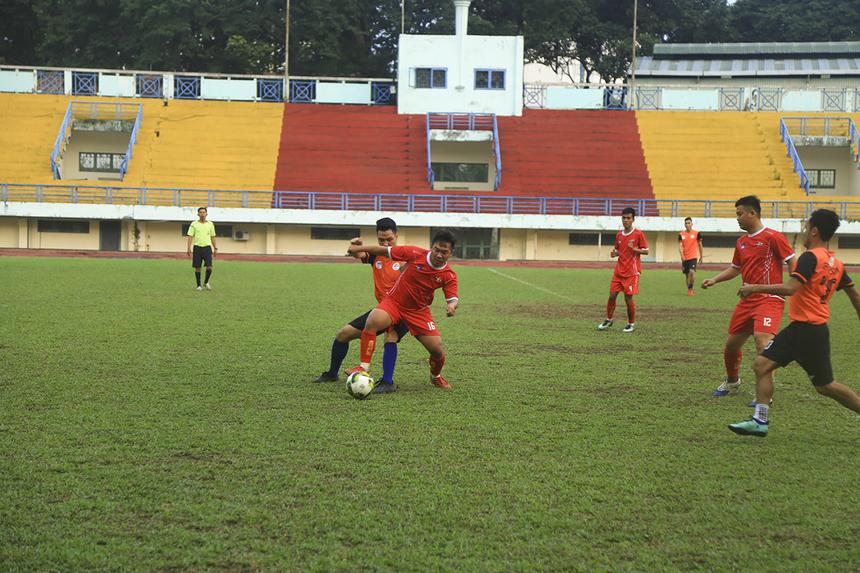 Các tuyển thủ phía Nam thi đấu mạch lạc hơn với những pha leo biên của số 5 Nguyễn Duy Nghĩa và những pha phối hợp của bộ ba Thanh Thiện – Minh Trí – Anh Vũ.