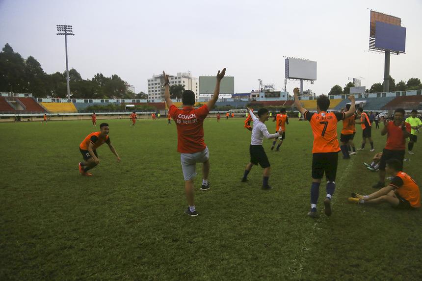 Tưởng chừng trận đấu sẽ kết thúc thắng lợi 1-0 nghiêng về các cầu thủ FPT Telecom HCM thì đến phút 80, cầu thủ Nguyễn Thiện Phong (Trung tâm Kinh doanh Box OTT Vùng 1) của Liên quân miền Bắc + Trung đã gỡ hòa 1-1 từ pha bắt không dính bóng của thủ môn đối phương.