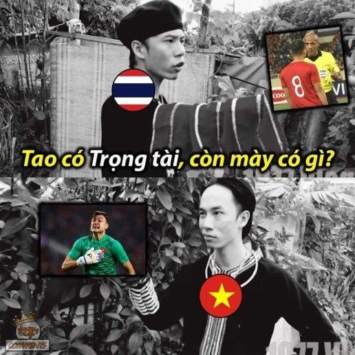 Nếu Thái Lan có trọng tài để có được penalty, thì ĐT Việt Nam có Đặng Văn Lâm cản phá thành công cú đá của Theerathon.