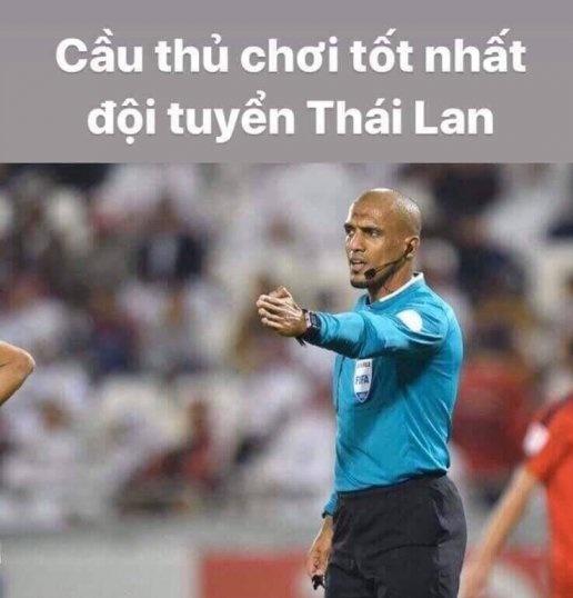 Cộng đồng mạng Việt Nam xếp trọng tài Al Kaf vào hàng ngũ ĐT Thái Lan.