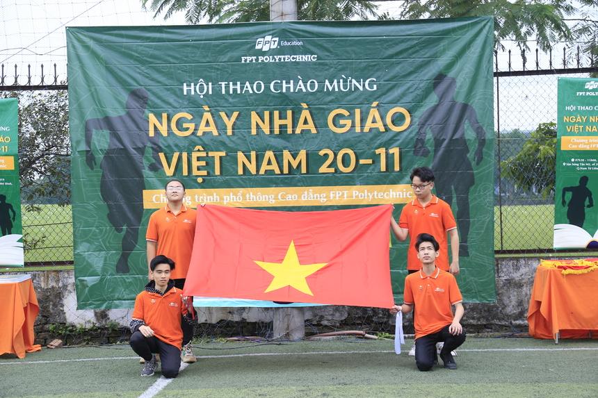 Hội thao là sự kiện nằm trong chuỗi chương trình chào mừng kỷ niệm ngày Nhà giáo Việt Nam 20/11 của khối Phổ thông Cao đẳng FPT Polytechnic. Đây là dịp để sinh viên tham gia hoạt động ngoại khoá, rèn luyện thể lực, nâng cao tinh thần đoàn kết, được thư giãn sau những giờ phút học tập căng thẳng và thêm yêu, gắn bó với FPT Polytechnic. Diễn ra vào sáng 20/11, Hội thao có sự tham gia của anh Vũ Chí Thành - Giám đốc FPT Polytechnic; anh Lê Quốc Nam - Trưởng ban tuyển sinh khối Cao đẳng; anh Bùi Quang Hùng - Giám đốc điều hành chương trình Phổ thông Cao đẳng FPT Polytechnic Hà Nội; anh Lã Ngọc Quang - Giám đốc đào tạo cùng các cán bộ giảng viên và gần 300 sinh viên.