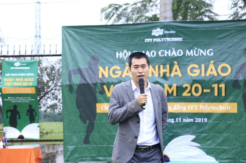 Phát biểu khai mạc, anh Vũ Chí Thành thay mặt ban lãnh đạo FPT Polytechnic gửi lời chúc 20/11 tới các cán bộ giảng viên của chương trình Phổ thông Cao đẳng, đồng thời chúc các bạn sinh viên có một Hội thao ý nghĩa, nhiều niềm vui và sức khoẻ.