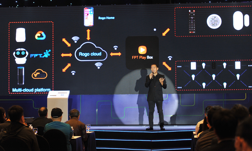 """<p> <span style=""""color:rgb(0,0,0);"""">Anh Lê Trọng Đức, Giám đốc sản phẩm FPT Play Box cho biết, FPT Play Rogo cho phép người dùng điều khiển tương tác với thiết bị trong gia đình thông qua giọng nói. Sản phẩm còn có thể kết nối với các hệ sinh thái tương tác giọng nói có sẵn trên thị trường như Google Home, Alexa...</span></p>"""