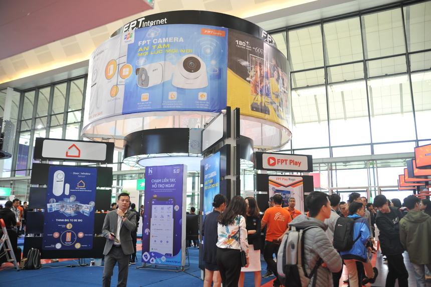 Ngày 21/11, Ngày hội công nghệ lớn nhất FPT - FPT TechDay 2019 đã được tổ chức tại Trung tâm Hội nghị Quốc gia (Hà Nội). Không gian sự kiện được chia thành ba khu vực: sân trước là nơi khách tham quan trải nghiệm xe tự hành sử dụng công nghệ FPT, sảnh chính diễn ra triển lãm công nghệ và đấu trường công nghệ, các hội trường lớn được dành tổ chức hội thảo và chuyên đề chuyên sâu.