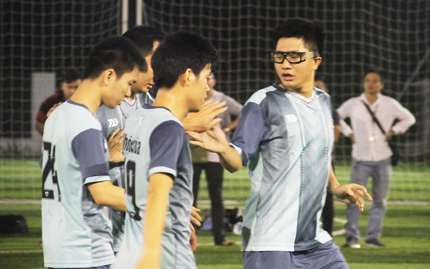 Nhưng đúng thời điểm khó khăn nhất, SSG bất ngờ có được bàn thắng cân bằng tỉ số 2-2. Phút 26, Khánh Duy có mặt kịp thời trong vòng cấm để đánh bại thủ thành Hữu Tâm.