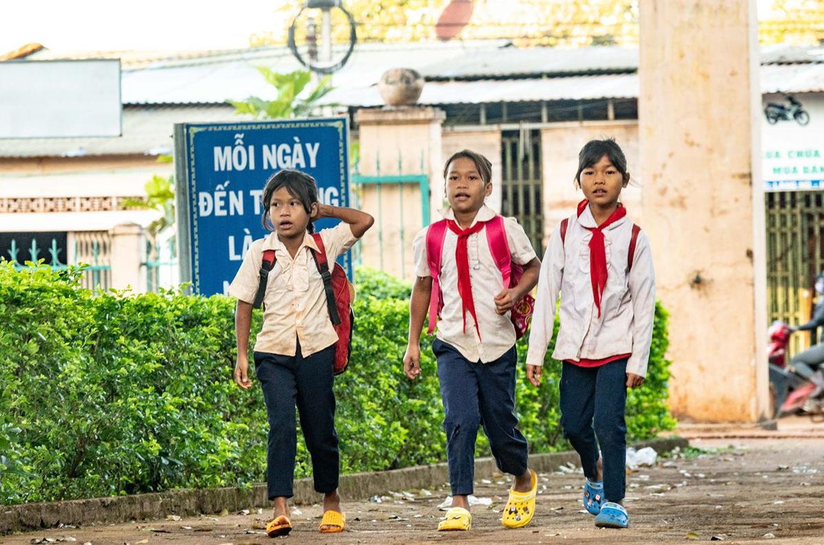 """Ngày 25/11, FPT đã tổ chức chương trình """"Chắp cánh ước mơ"""" tại trường Tiểu học Kpă Klơng, xã La Nan, huyện Đức Cơ, tỉnh Gia Lai. Đây là hoạt động được thực hiện thường niên của FPT với mong muốn tạo điều kiện học tập cho những điểm trường còn khó khăn."""