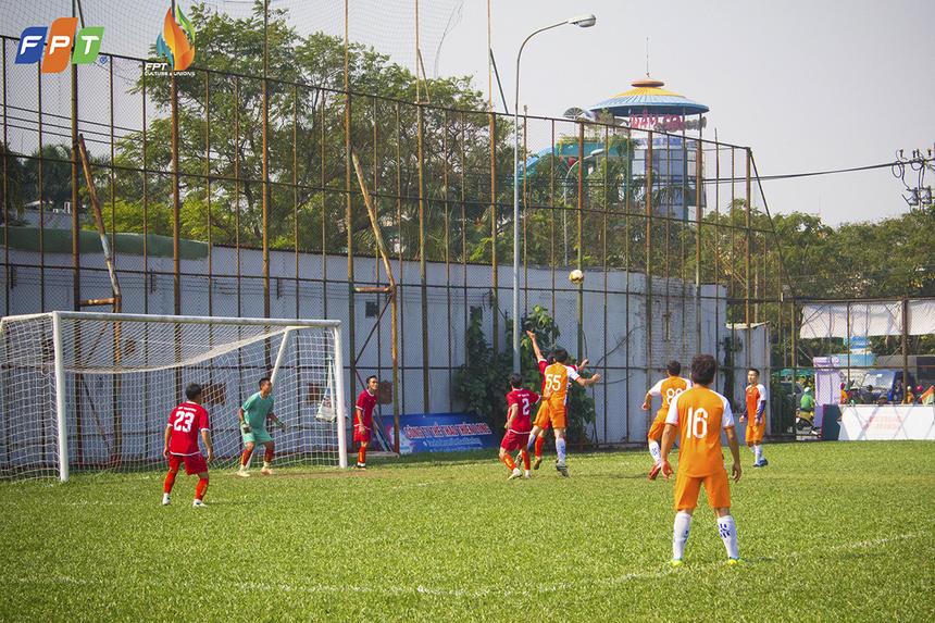 Mặc dù sớm để FPT Telecom vươn lên dẫn trước chỉ vài phút sau tiếng còi khai cuộc nhưng các cầu thủ Chứng khoán đã không mất nhiều thời gian để gỡ hòa 1-1 ở phút 15 do công của Trần Hữu Phong.