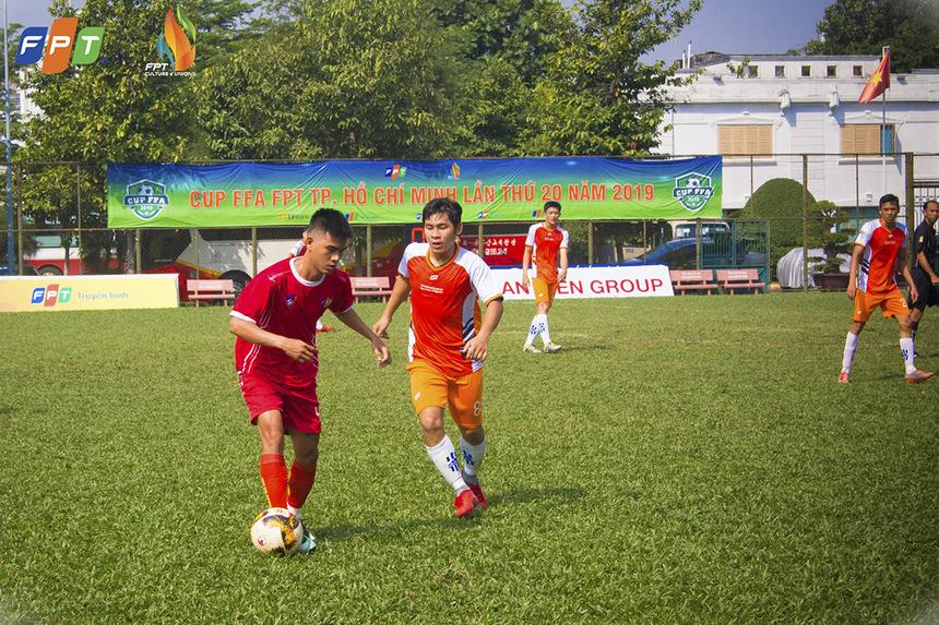 Với đội hình đồng đều ở cả ba tuyến, FPT Telecom tổ chức nhiều pha tấn công biên. Sau nhiều đợt hãm thành liên tục, các cầu thủ áo đỏ đã có được điều mình cần là bàn nâng tỉ số lên 2-1 ở phút 33 do công của Nguyễn Diên Tẫn.