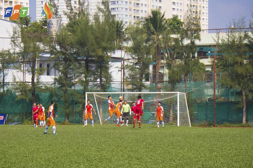 Hiệp đấu thứ hai chứng kiến màn vùng dậy mạnh mẽ của nhà Chứng khoán khi họ có liên tiếp hai bàn thắng chỉ trong 2 phút 63, 64 do công của Trần Khánh Bình và Đinh Quang Triều, để san bằng tỉ số 3-3.
