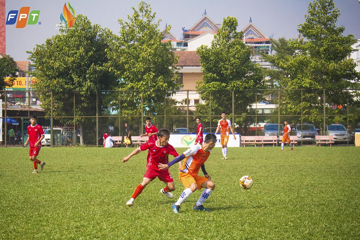 Thế nhưng niềm vui ngắn chẳng tày gang khi chỉ 2 phút sau, FPT Telecom đã có bàn thắng ấn định tỉ số 4-3 của Nguyễn Minh Triều. Những phút còn lại, cả hai đội đều thi đấu rất nỗ lực nhưng đều tỏ ra vô duyên trước khung thành đối phương.