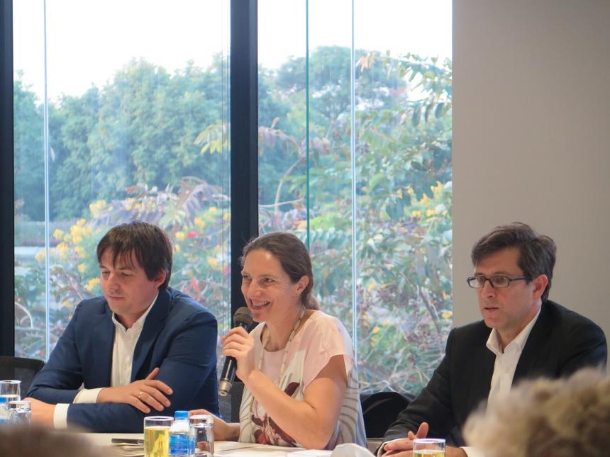 Trong phòng họp lớn tại F-Ville 1, từng thành viên trong đoàn tự giới thiệu bản thân và những vấn đề doanh nghiệp quan tâm.