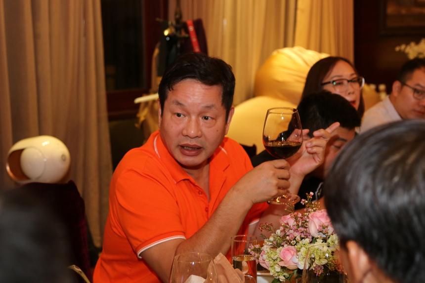 Tại bữa tiệc lần này, anh Bình trải lòng, thành viên hội Leng Keng là những người tiên phong tiếp, giữ và truyền lửa về tinh thần sáng tạo, sống và làm việc hết mình tới những người FPT khác.