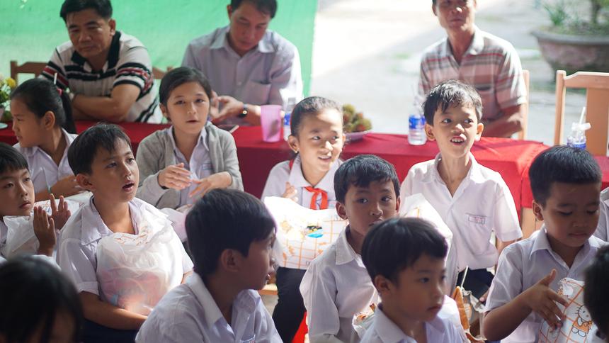 Hoạt động nằm trong chuỗi chương trình Hướng về quê hương do Quỹ 'Người FPT vì cộng đồng' phát động.Chương trình được thực hiện bởi Ban Văn hóa - Đoàn thể (FUN) FPTSoftwareHCM. Điểm đến trong chuyến đi lần này là Trường Tiểu học B Tà Đảnh, Tri Tôn, An Giang và Trường tiểu học Tân Phú B, huyện Châu Thành, tỉnh Bến Tre.Tổng giá trị trao tặng cho trườngTiểu học B Tà Đảnhlên tới 70 triệu đồng.