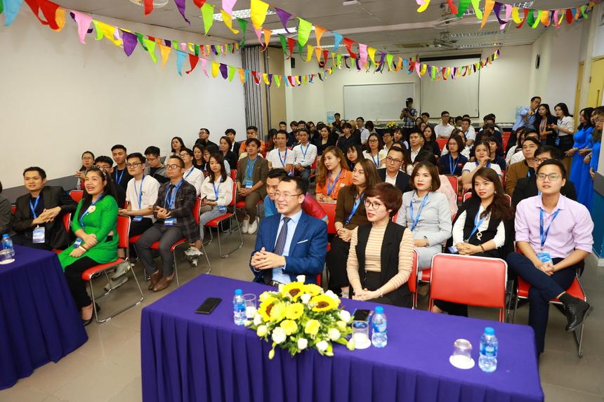 Tại Đại học Greenwich (Việt Nam) vừa diễn ra Ngày hội việc làm với sự góp mặt của hơn 50 doanh nghiệp,là tiền đề cho nhiều chương trình thực tập đặc biệt mang tên On-the-job Training dành riêng cho sinh viên năm 3 tại Đại học Greenwich (Việt Nam).
