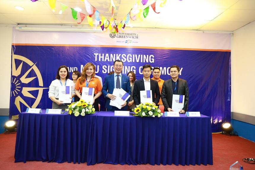 Cũng trong sự kiện, ĐH Greenwich Việt Nam đã kí kết MOU với 52 doanh nghiệp hàng đầu Việt Nam nhằm kết nối sinh viên với doanh nghiệp. Đây là một trong những hoạt động thiết thực của nhà trường khuyến khích sinh viên tích cực học tập và đảm bảo việc làm cho sinh viên sau khi ra trường.