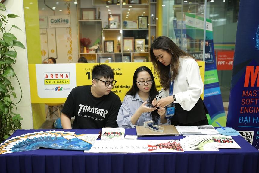 Các thông tin việc làm tại công ty, doanh nghiệp được sinh viên tìm hiều kỹ và trao đổi trực tiếp với đại diện doanh nghiêp.