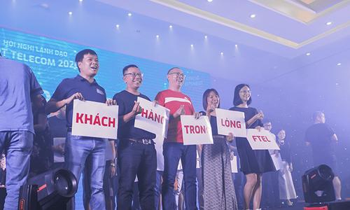 Say cùng STCo, lãnh đạo nhà Cáo sáng tác slogan 'chất'