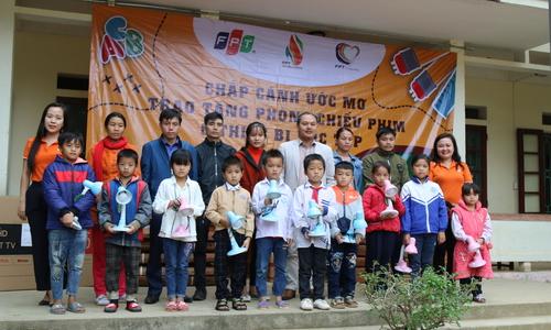 Người FPT tiếp sức học sinh khó khăn tại Thanh Hóa - Nghệ An