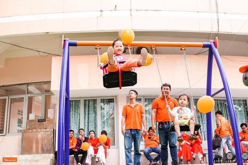 Chiều ngày 5/12, FPT Telecom đã tổ chức lễ khánh thành sân chơi cho trẻ em thứ 44tại Nhà văn hoá thiếu nhi tỉnh Khánh Hòa. Bên cạnh CBNV và lãnh đạo địa phương, hoạt động còn thu hút hàng trăm em nhỏ đến tham gia và trải nghiệm.